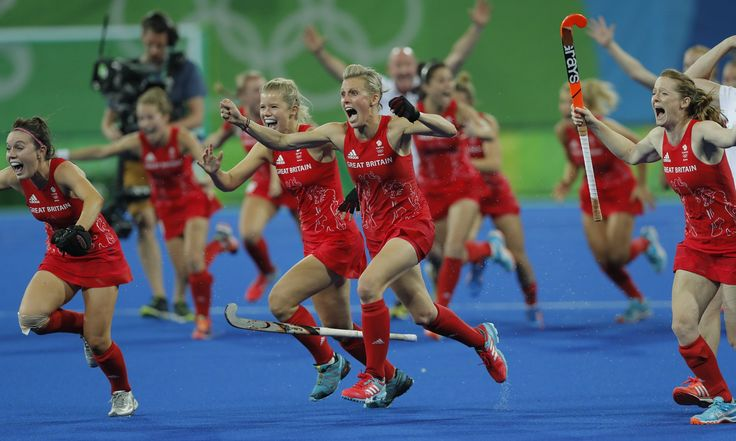 Great Britian celebrate gold in women's hockey Rio 2016