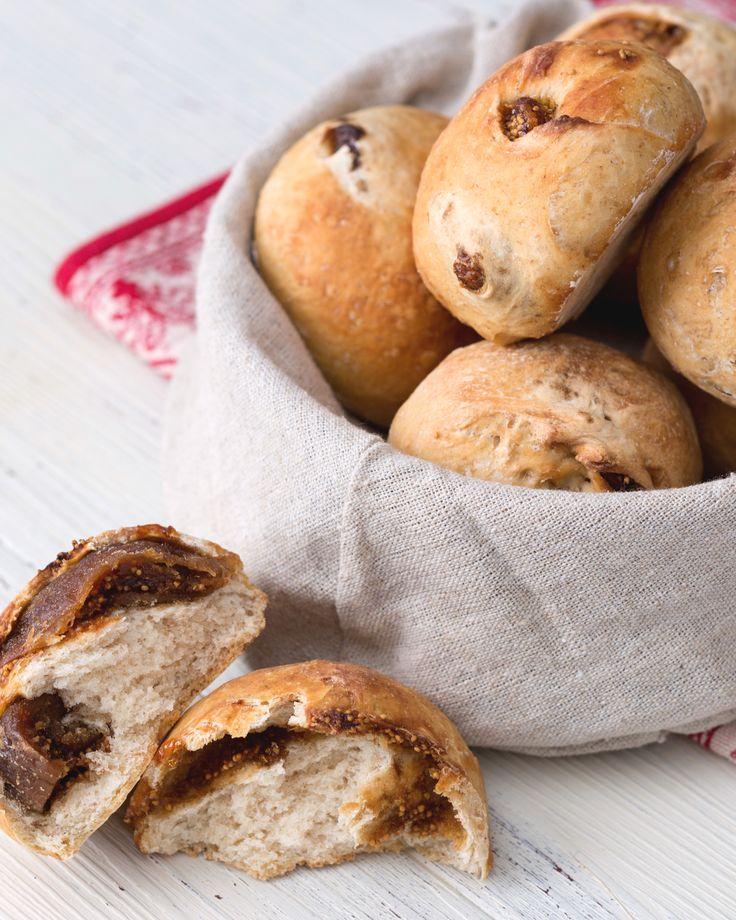 Panini ai fichi secchi: soffici, profumati e dal gusto avvolgente.  [Fig bread recipe]
