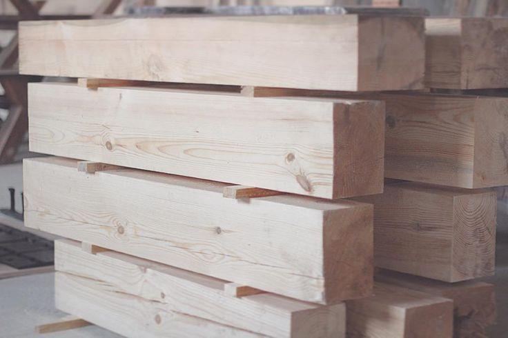 Естественная сушка деревянных брусьев для дальнейшего изготовления эксклюзивной мебели☺️ #wood #woodworking #woodart #handmade #eco #homedecor #дерево #art #vscocam #nofilter #photo #instagood #instaphoto #followme #nature #likstudio
