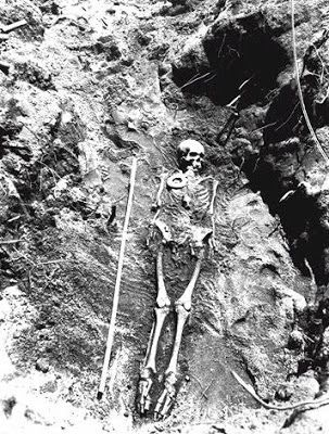 Mound Builders: 8 Foot Giant Human Skeletons Uncovered in Pennsylvania