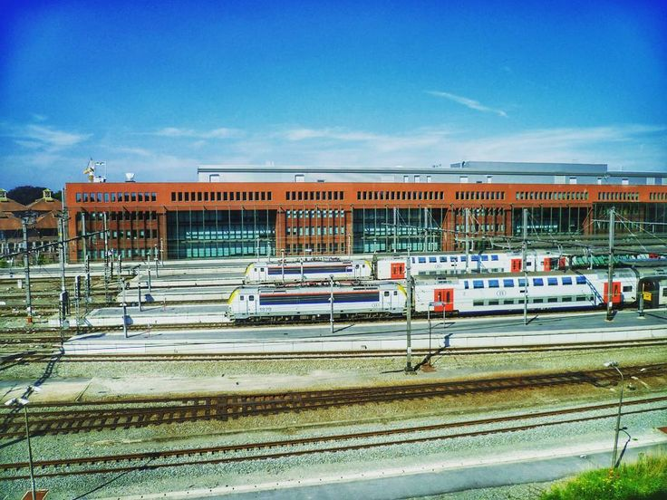 Brügge  #eisenbahnfotografie #eisenbahn #eisenbahnbilder #eisenbahnherz #eisenbahnfieber #trainspotter_gegen_mobbing #trainspotting #railways_of_our_world #eisenbahnromantik #train_nerds #trainspotter #eisenbahnfotos #railway #deutschebahn #railways_de #railstagram #eisenbahnpics #trainstagram #pocket_rail #eisenbahnfreunde #train #german_trainlovers #trains_worldwide #igersbahn #eisenbahnliebe #railways_of_germany #eisenbahnfoto #railwayculture #eisenbahnfans #railwayphotography