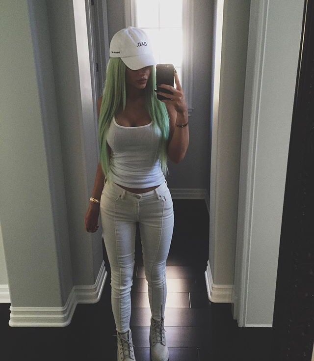| simple white outfit |                                                                                                                                                     More