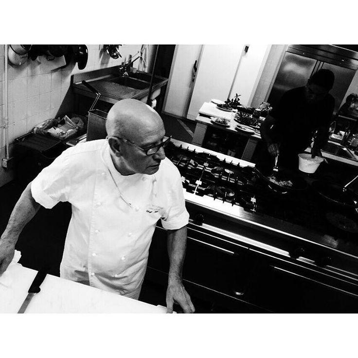 """""""In cucina del ristorante """"L'Aragosta"""" al #LaCaletta #Siniscola con lo chef Antonio Noli Сардиния #Италия #instaitalia #instasardegna #instaspiaggia…"""""""