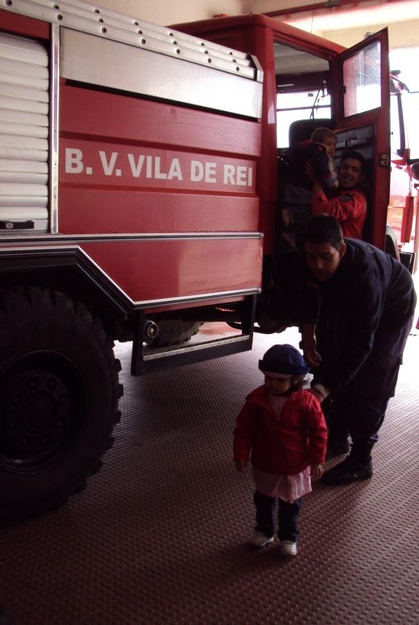 Crianças da Creche Municipal de Vila de Rei comemoraram Dia Nacional do Bombeiro - http://local.pt/criancas-da-creche-municipal-de-vila-de-rei-comemoraram-dia-nacional-do-bombeiro/