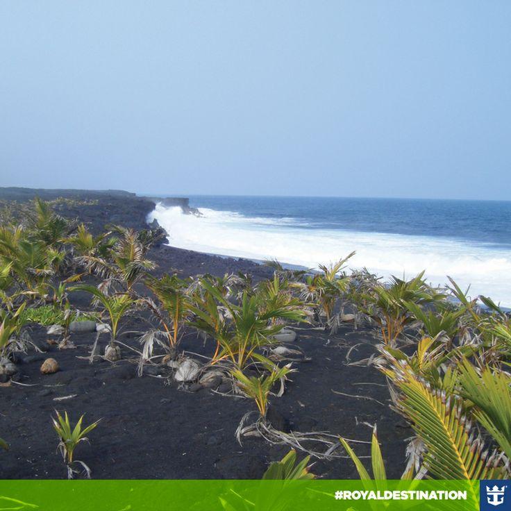 #royaldestination Você acha que já sabe tudo sobre o Havaí? Que tal conhecer as areias negras de Hilo?