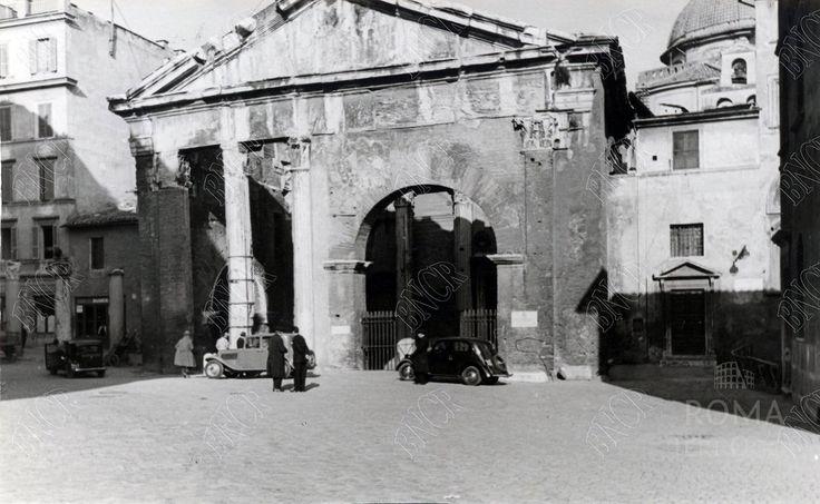 Via del Portico d'Ottavia (anni '40)