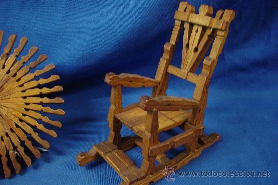 Mecedoras y mesa hechas con pinzas de madera trabajo - Hacer manualidades con madera ...