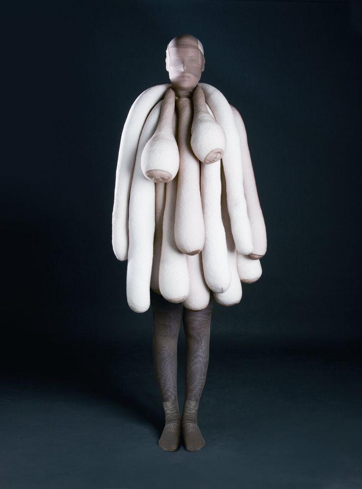 Miyake, van Beirendonck, Viktor & Rolf, Margiela: Arrrgh! Monsters in Fashion   Revista Código