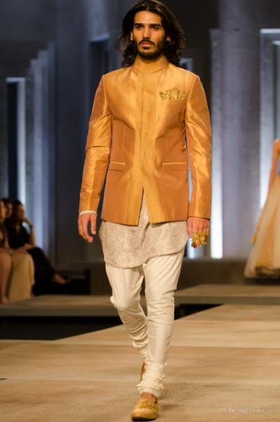 Shantanu-Nikhil transform a simple off-white chudidar-kurta into something fab with a gold jacket.