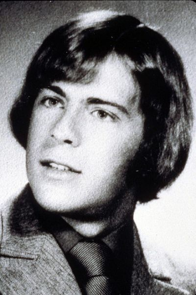 Young Bruce Willis before he was famous yearbook picture: