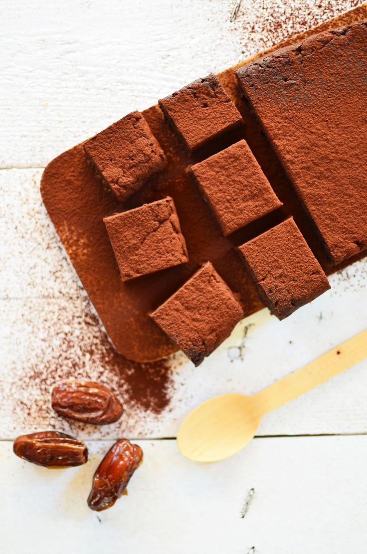 Brownies από χουρμαδες με 3 μόνο υλικα χωρίς ψήσιμο   Cool Artisan