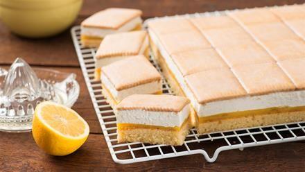 Butterkekskuchen   In allen 4 Ecken soll Liebe drin stecken - das stimmt für diesen Butterkekskuchen auf jeden Fall. Ein feines Rezept für einen tollen Blechkuchen.