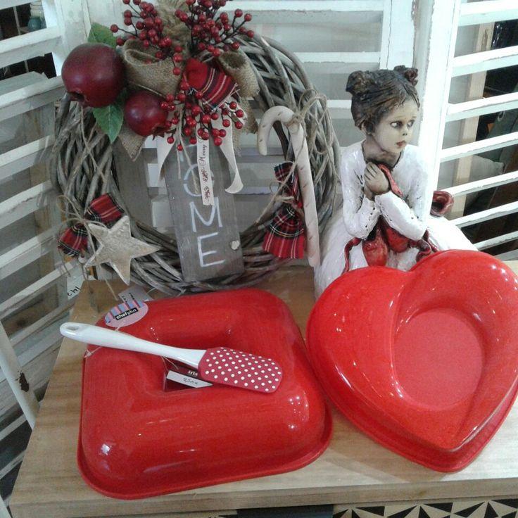 Επιλέγοντας μια από τις φόρμες σιλικόνης που βλέπετε και βάζοντας λίγη φαντασία μπορείτε να έχετε την τέλεια παρουσίαση στο γιορτινό σας τραπέζι !!!! www.irishomegallery.gr