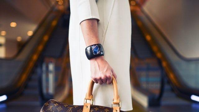 ماركات شنط أصلية جميلة لماركة قوتشي ذات التصاميم الرائعة ستايلات فاخرة ستحبين إقتناء واحدة منها لحمل مقتنياتك تابعينا رحلة Handbag Outfit Gucci Bag Fashion