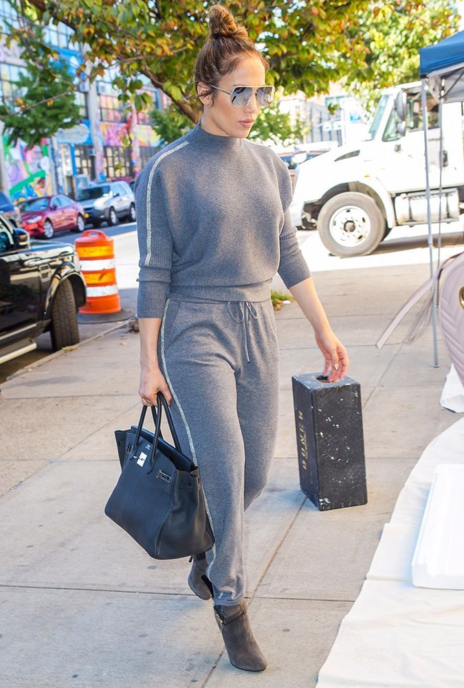 5d08a2d0ac J.Lo s Version of a Groutfit Looks So Comfortable