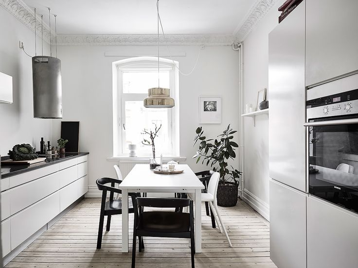 design attractor: Simple Decor in the Old Scandinavian Apartment