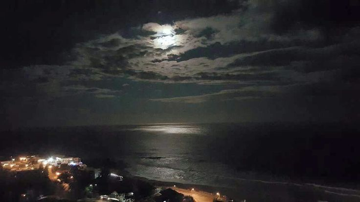 Full moon over Salmon Bay