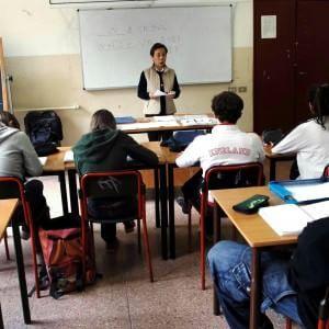 """""""Aiutateli nei compiti"""": la rivolta dei genitori contro il diktat dei prof"""