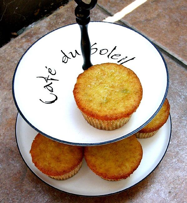 Pistache cupcakes met amandelspijs vulling