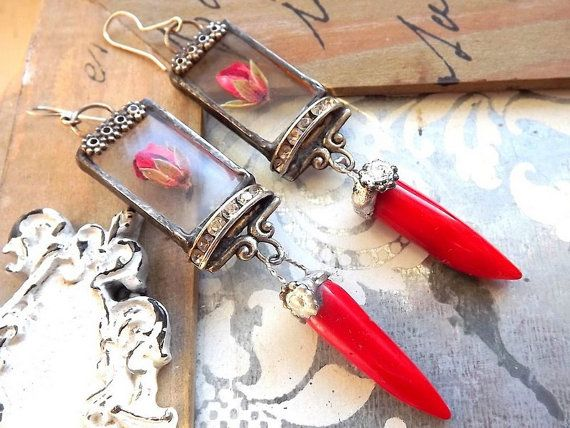 Red earrings with dried flowers and coral. Mix by AcoyaJewellery