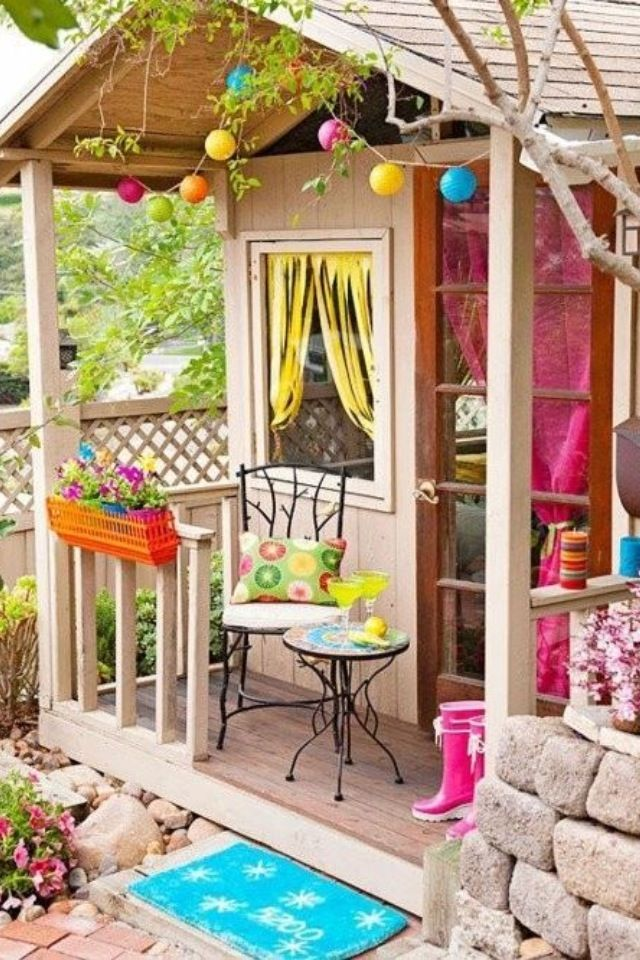 Playhouse ideas... Like the porch.
