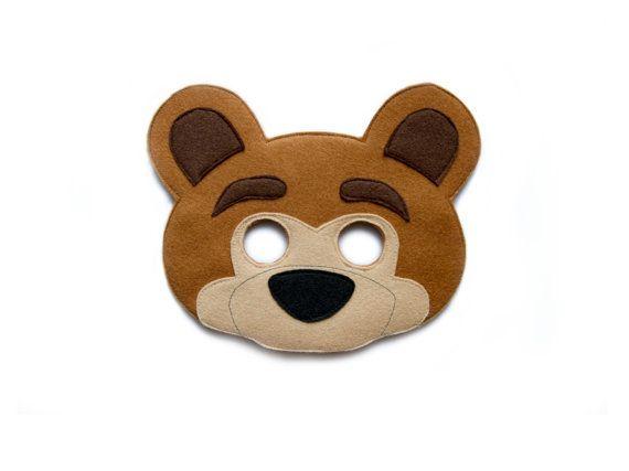 Famosos dibujos animados Masha y el oso inspiraron máscara de oso de fieltro hecho a mano. Animal bosque máscara de oso pardo. La máscara es con banda