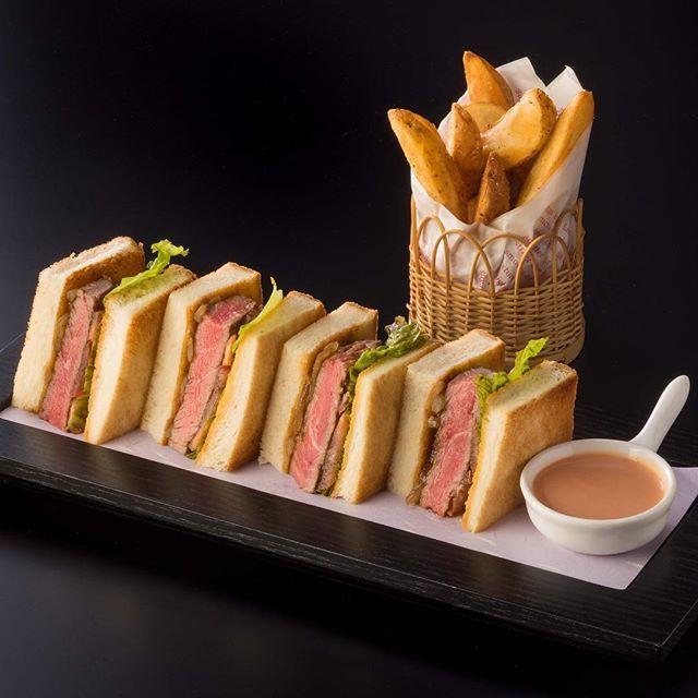 バーで食べられる、肉厚でジューシーなサンドイッチ。お酒とともに楽しめるメニューを取り揃えております。 「和牛フィレステーキ サンドウィッチ(3,600円)」。 #セルリアンタワー東急ホテル  #セルリアンタワー  #ホテル  #バー  #サンドウィッチ  #肉  #和牛  #お酒  #夜景  #東京  #渋谷  #ceruleantower  #hotel  #bar  #sandwich  #beef  #alcohol  #nightview  #tokyo  #shibuya