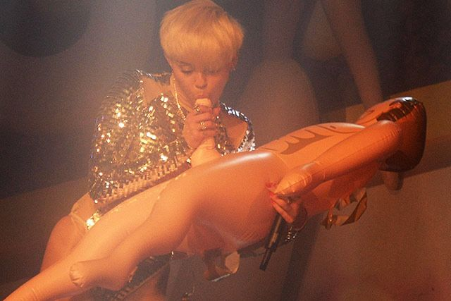 Miley cyrus lesbian sex tape-7071