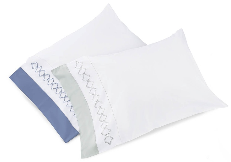 Quarto pillowcases add just a touch of color - here in gentle Silver Sage or lively Cornflower Blue