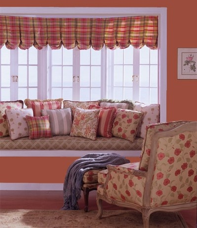 Bow Window Seating And Curtain Idea For Family Room