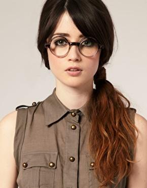 Look intello, lunette de vue! Retrouvez nous sur A Vos Lunettes Le Blog ! http://avoslunettes.blogspot.com/