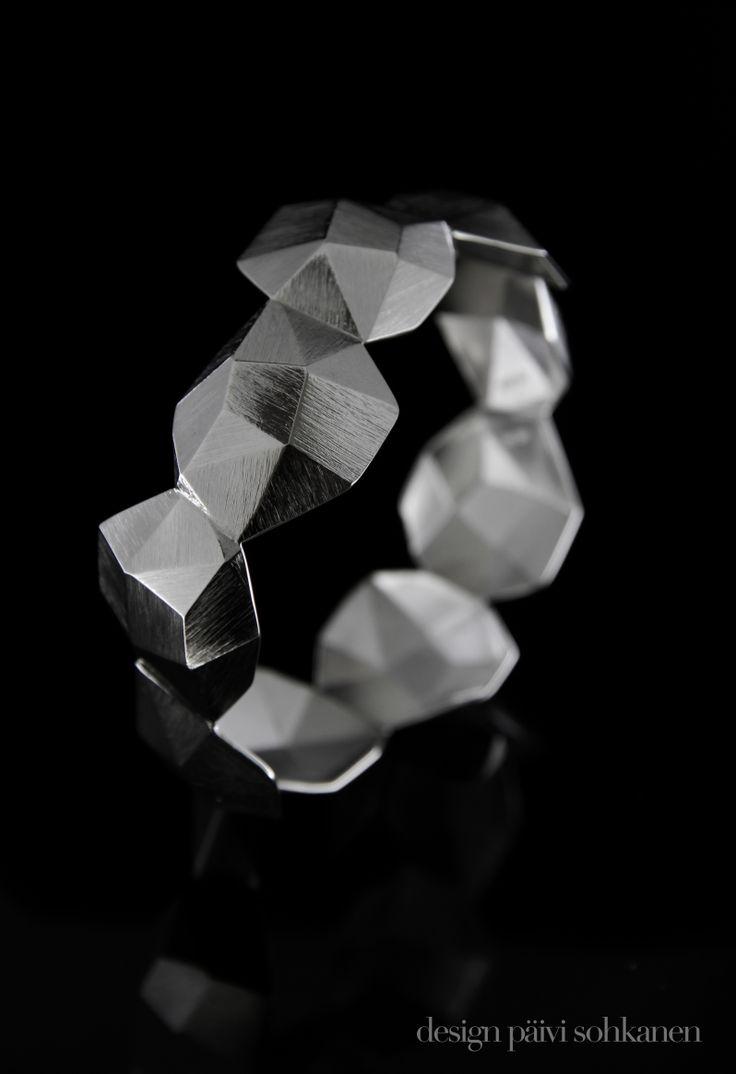 Fasett-bracelet, material: silver, Design Päivi Sohkanen www.paivisohkanen.fi