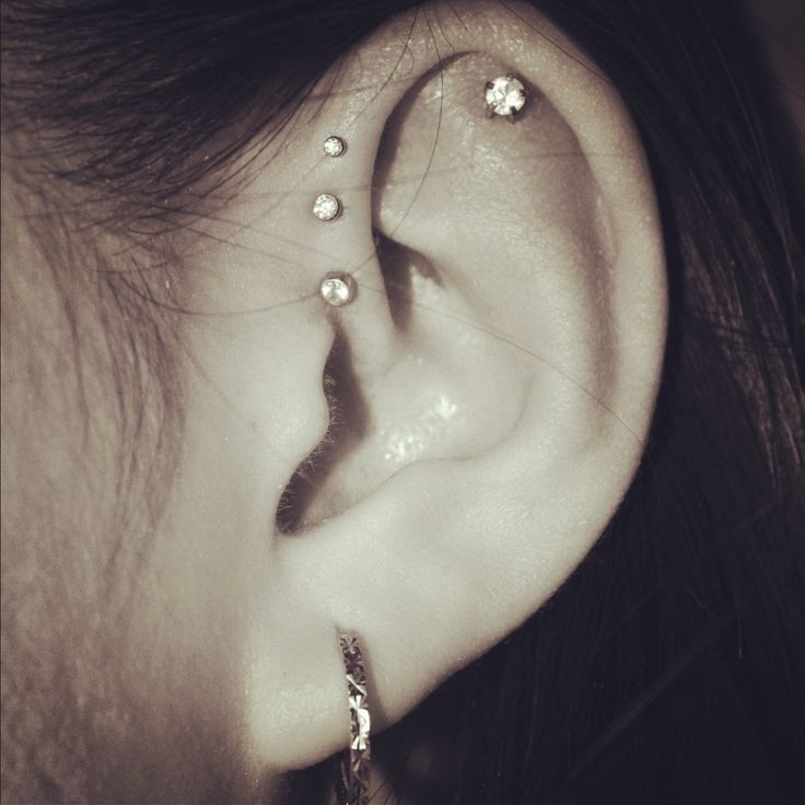Ahhh triple forward helix piercing!! <3
