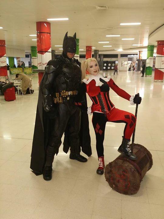 #harleyquinn #harleyquinnlookalike #harleylookalike #classicharleyquinn #sideshowharleyquinn #unmaskedharleyquinn #truentertainments #cosplay #cosplaygirls #comicon #mcmcomicon #mcmbirmingham #mcmcomiconbirmingham #batman #dccomics #harleyquinnlove #propbuilds #harleyshammer #batmanuniverse #internationalcosplay #harley #quinn #lookalike #geekgirls #ilovecosplay #batman