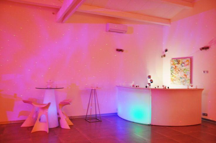 Bar, piste de danse, ambiance boite de nuit... #masduterme #france #séminaire #entreprise #business #design #soirée