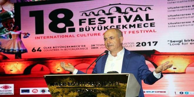 18. Uluslararası Büyükçekmece Kültür ve Sanat Festivali, düzenlenen basın toplantısıyla kamuoyuna tanıtıldı. Dünya Festivaller Birliği (CIOFF) tarafından dört kez dünyanın en iyi festivali seçilen Uluslararası Büyükçekmece Kültür ve Sanat Festivali'nin 18'incisi 28 Temmuz – 5 Ağustos 2017 tarihleri arasında gerçekleşecek. İşte Büyükçekmece'ye gelecek ünlüler… 64 ülkeden kültür ve sanat elçisine ev sahipliği yapacak 18. Uluslararası ...