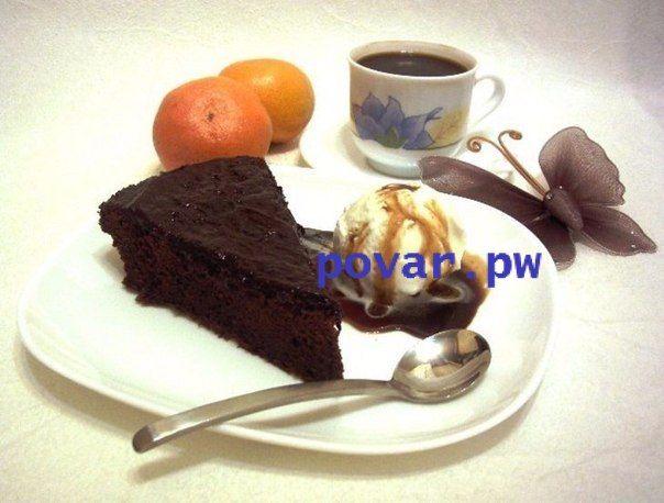 """Шоколадный пирог """"Аромат страсти"""" для взрослых шокоголиков  Ингредиенты:  Шоколад горький- 2 плитки по 100 г (или вторая молочная) Яйца-4 шт. средние Сахар- 3 ст. л. Какао-порошок- 4 ст. л. Мука- 1 ст. л. Крахмал кукурузный (не картофельный!)-2 ст. л. Сливки 20%-4 ст. л. Разрыхлитель- 1/2 ч. л. Имбирь- кусочек с крупный фундук Апельсин- 1 шт средний Горький апельсиновый ликер- 2 ст.л.  Приготовление:  1. Тщательно просеять пару раз в миску смесь сухих компонентов вместе с разрыхлителем. 2…"""
