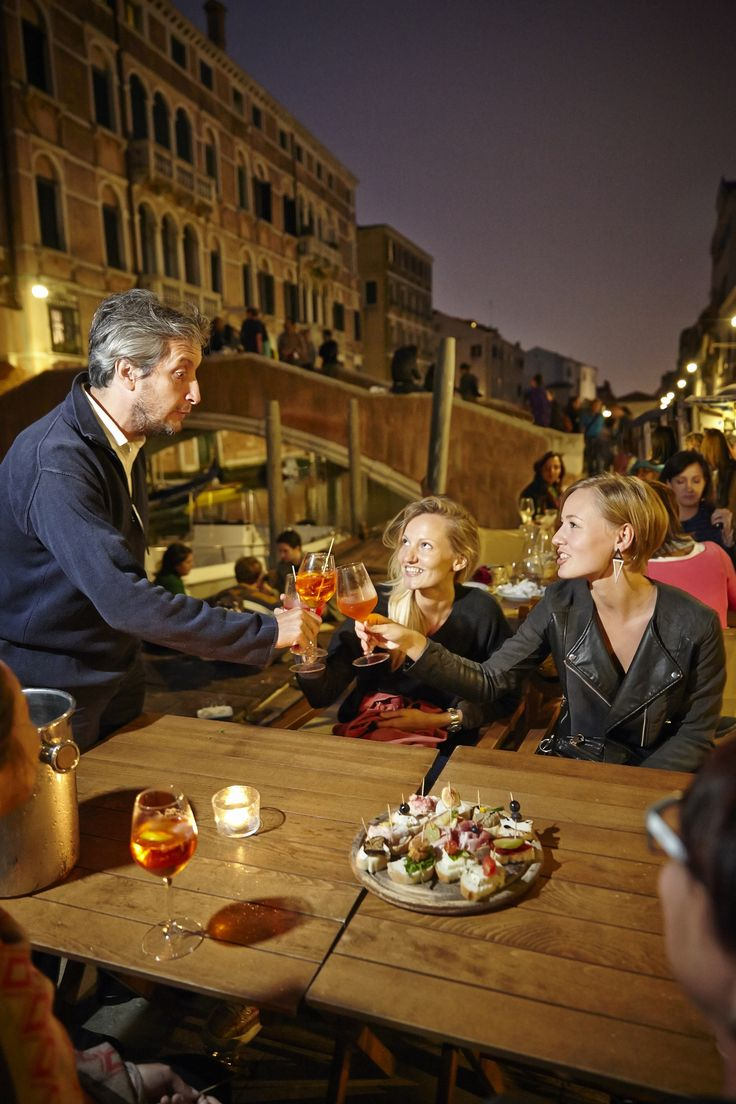 Discover the best and most unusual Bacari wine bars as you walk along the canals.