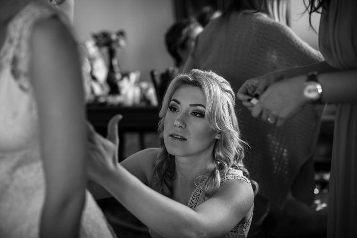 She's good to go – finishing touches at the getting ready.  #weddingdress #brautkleid #gettingready #wedding #hochzeit #weddingphotography #hochzeitsfotos #hochzeitsbilder #bride #braut #itsalrightma