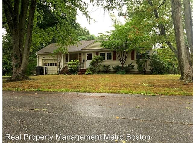 209 Edgewater Dr Edgewater Dr Framingham Ma Houses For Rent Rent Com Renting A House House Rental House