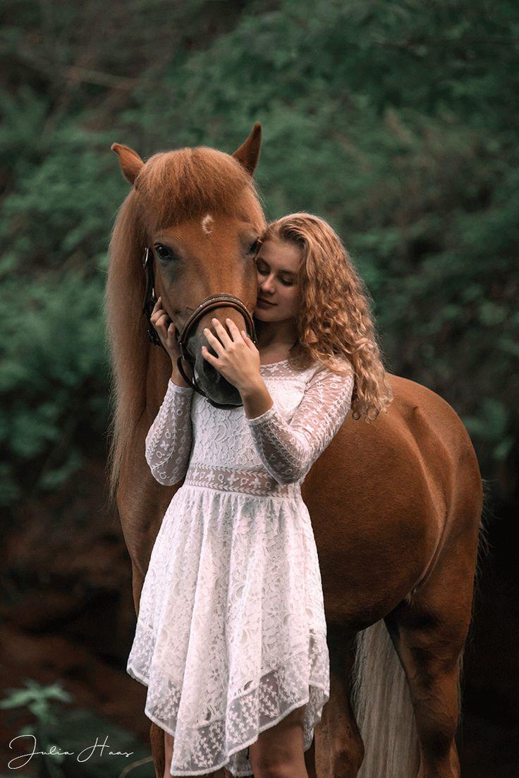 Portfolio | Julia Haas Fotografie Portfoliotag von Ponyliebe Fotografie am Islandpferdegestüt. Harmonie zwischen Pferd und Mensch