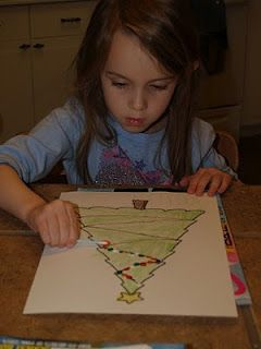 Cute Christmas craft... print out a tree, let the kids color it green, then paint colored lights with Q-tips!