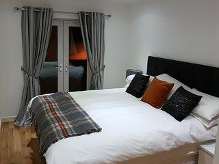 2 Bedroom Apartment in Inverness to rent from £875 pw, within 15 mins walk of a Golf course. With TV.