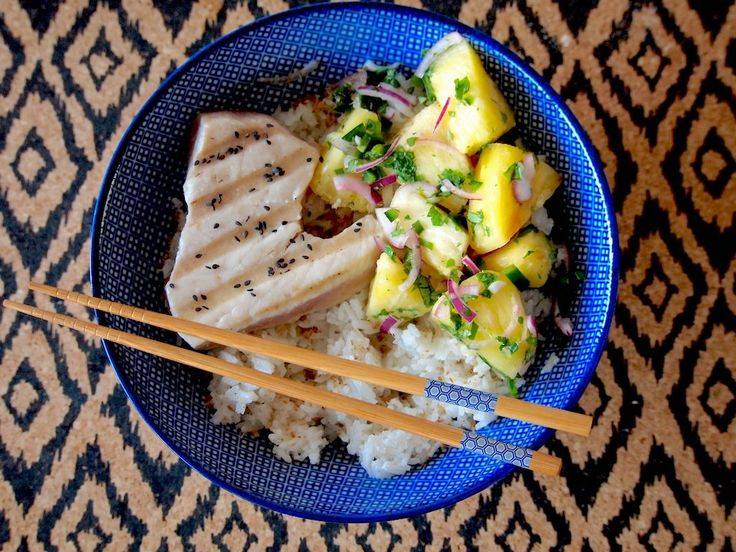 Gegrilde tonijn met Ananas Salsa en Kokosrijst is net even wat anders dan je waarschijnlijk doordeweeks eet. Wist je dat dit gerecht gewoon in...