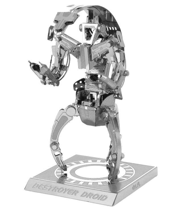 Modellino in Metallo 3D - Destroyer Droid Si tratta di un modello 3D altamente dettagliato del Droide Distruttore dalla serie cinematografica Star Wars Episodio I La minaccia fantasma. Essendo realizzato in metallo lucido l'effetto finale è davvero cool. Questo incredibile e dettagliato modellino parte da due lamiere di metallo tagliato al laser, per terminare in un sorprendente modello in 3D. #MetalHeart3D