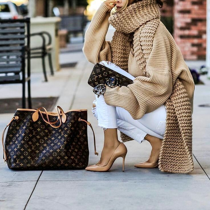 Sweater & LV