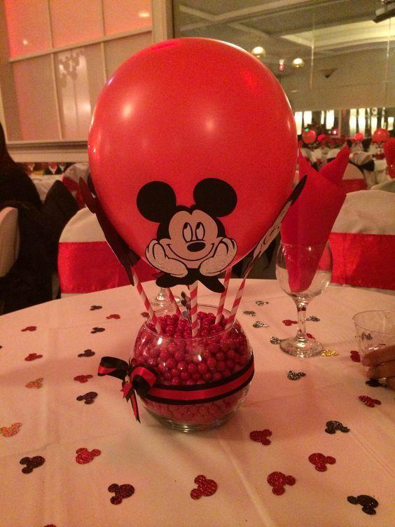 Centro de mesa de Mickey con globo - http://xn--manualidadesparacumpleaos-voc.com/centro-de-mesa-de-mickey-con-globo/