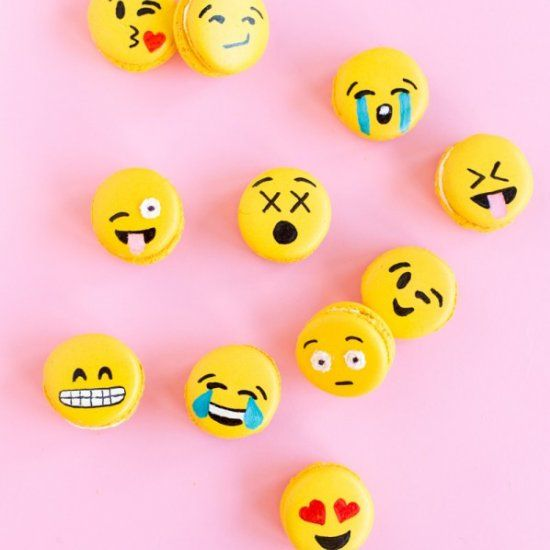 Take the Emoji trend to next level with these DIY macarons!