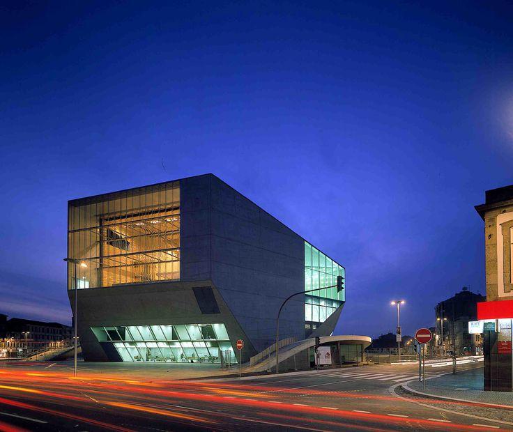 Como parte da seçãoobras construídaspublicamos o projeto Casa da MúsicanoPorto, Portugal.O projeto, de autoria do Office for Metropolitan Architecture – OMA, resultou de concurso realiza…