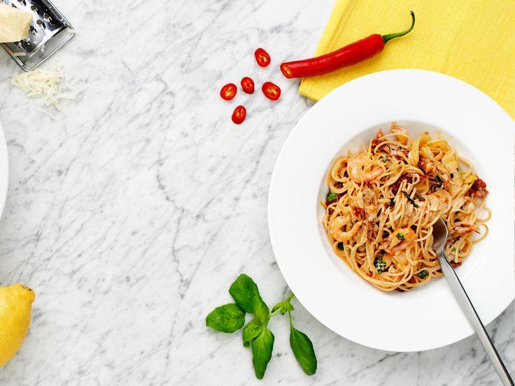 Bönspaghetti med heta räkor   Recept.nu